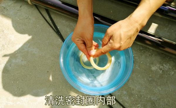 家用太阳能热水器真空管清洗步骤